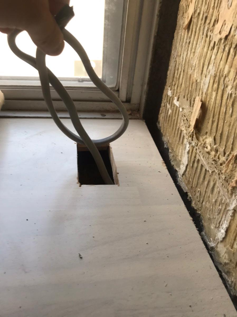 掃き出し窓下枠経年による劣化補修前