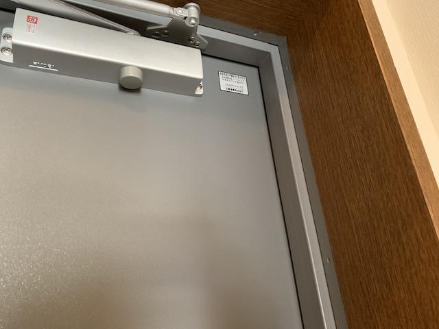 玄関扉凹み2補修後